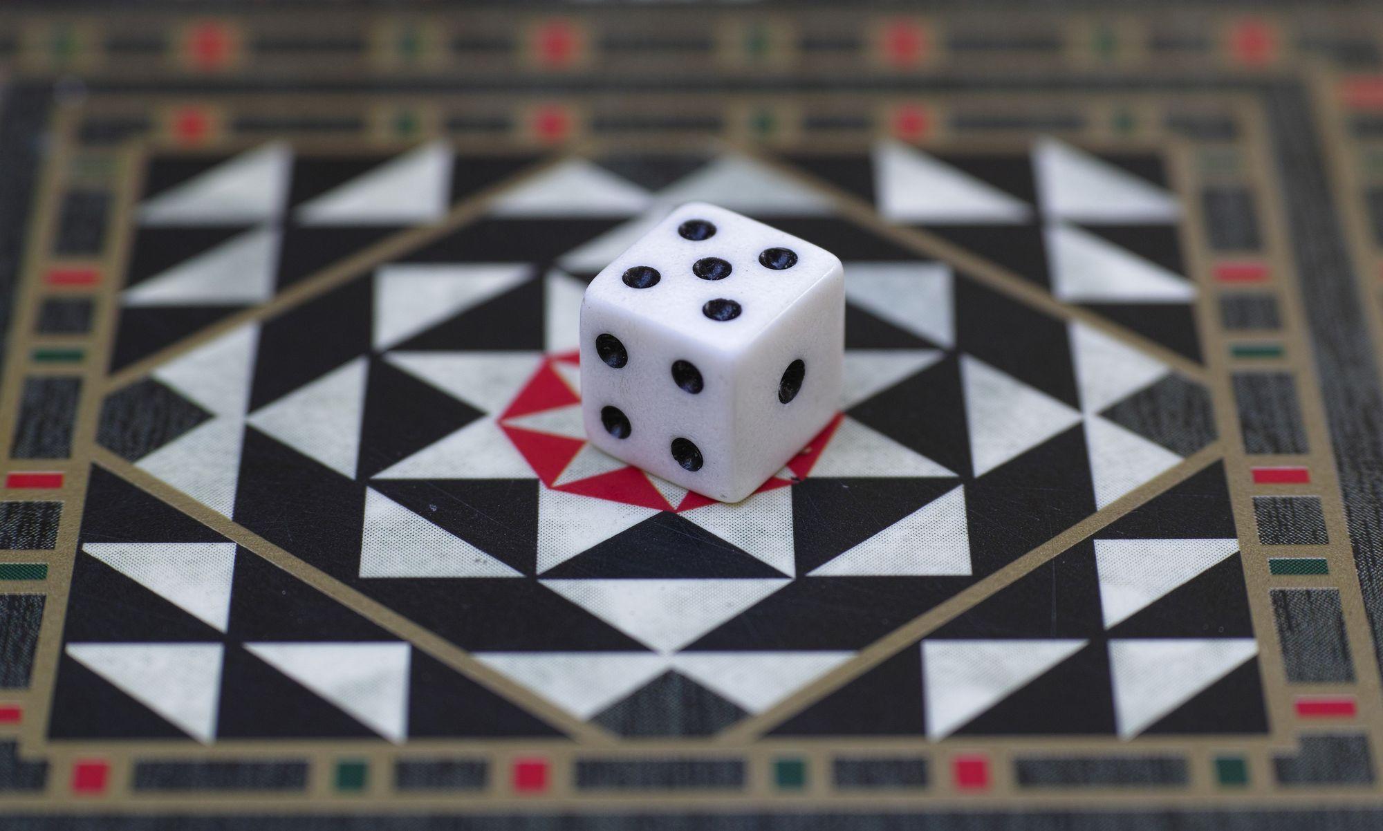 Élisabeth Belmas fait concorder l'histoire et les jeux d'argent sur France Culture