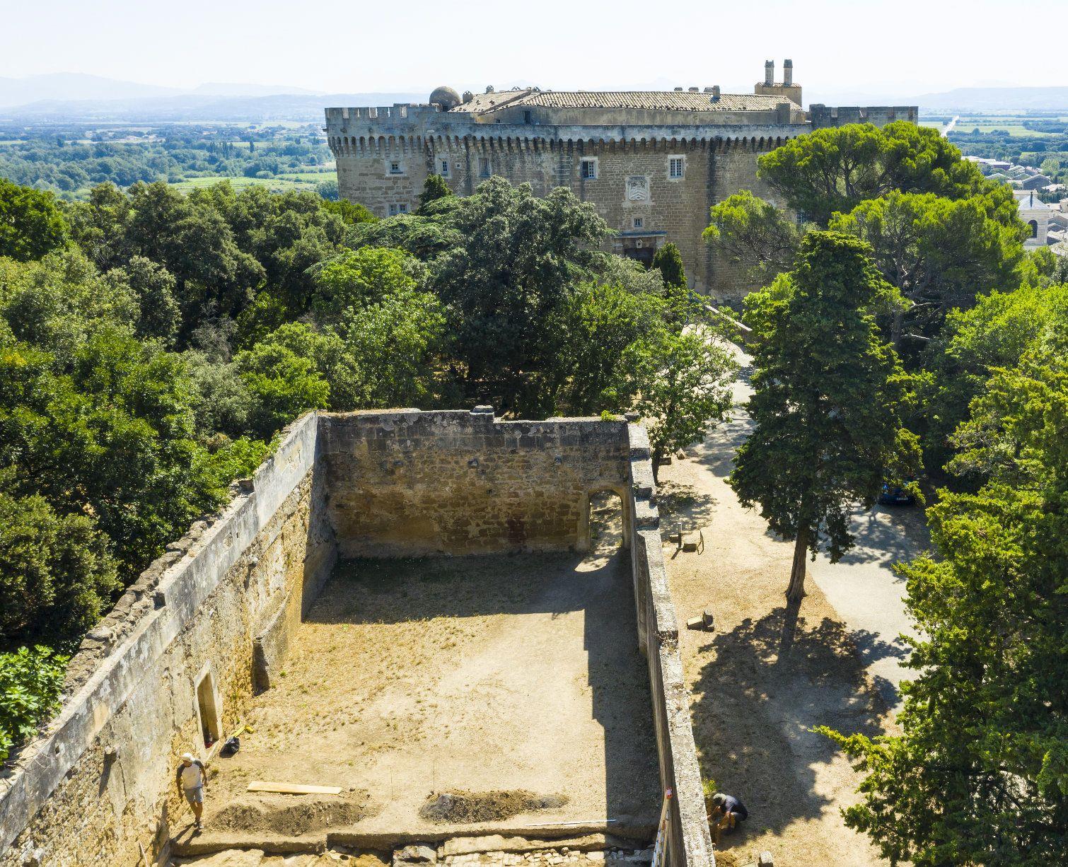Le jeu de paume du château de Suze-la-Rousse