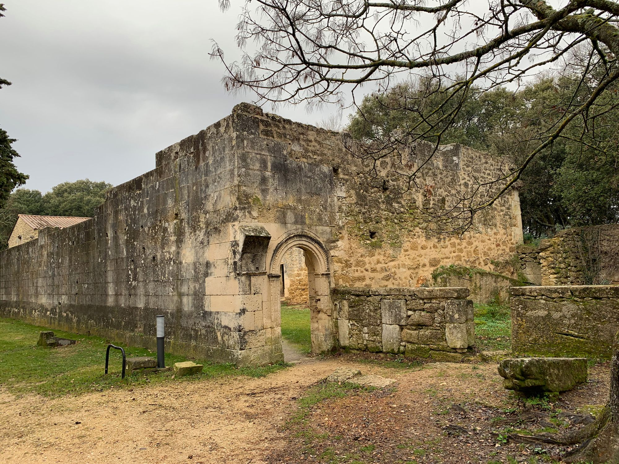 Cinq années de recherches sur le jeu de paume au Château de Suze-la-Rousse